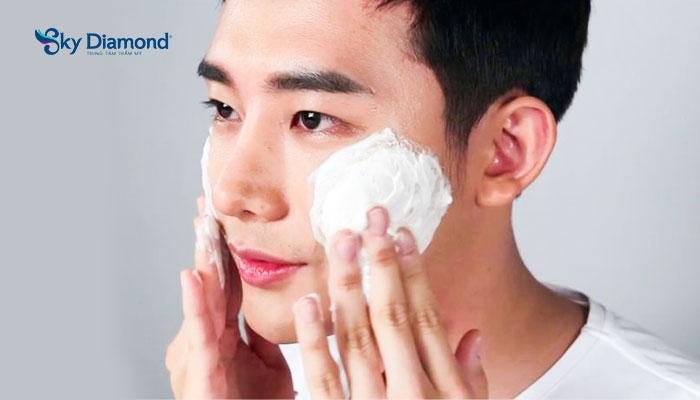 Nam giới cần làm sạch da với sữa rửa mặt hằng ngày